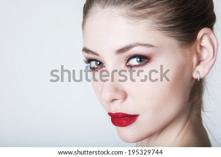 Glamour woman model with bright fashion makeup