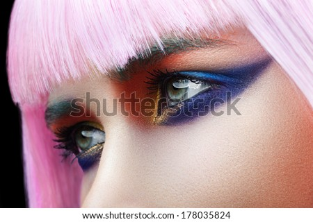 Glance of a woman with pink hair close-up