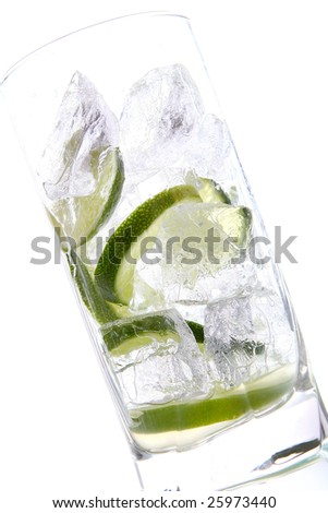 glas of water with ice and lime