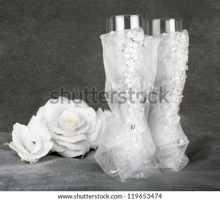 glasses two glass glass wedding richly embellished with organza white pearl ��?���²���µ��?���° and glass beads in the form of hearts on the background of a white rose on the gray dark pearl background