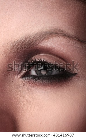 Glossy glowing eye makeup