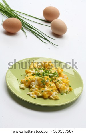 gluten-free meal- scrambled eggs with chives