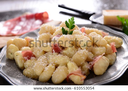 Gnocchi with prosciutto ham and cheese sauce
