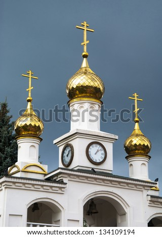 gold domes of the Russian church