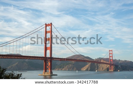 Golden-Gate Bridge in wispy skies