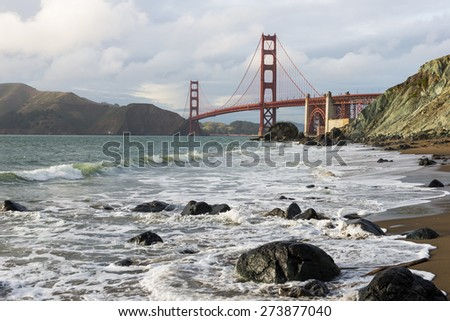 Golden Gate Bridge with beautiful Ocean Pacific