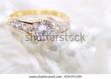 Golden ring with diamond and pearl