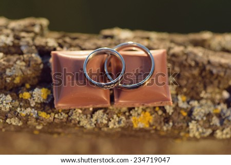 golden wedding rings on chocolate