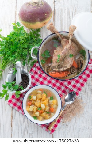 Goose - soup with red wine and thyme