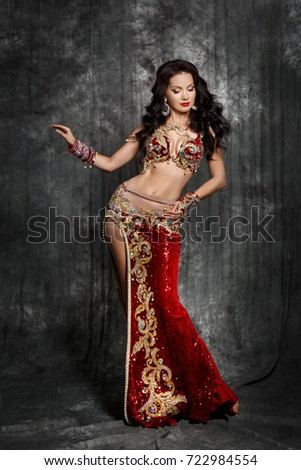 Traditional sexy belly dancing 9