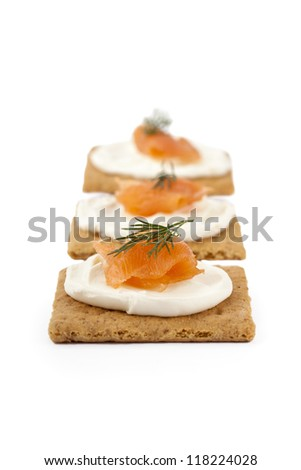 Graham crackers with smoked salmon and sour cream