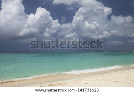 GRAND CAYMAN, CAYMAN ISLANDS, GOVERNORS BEACH WITHIN SEVEN MILE BEACH STRETCH
