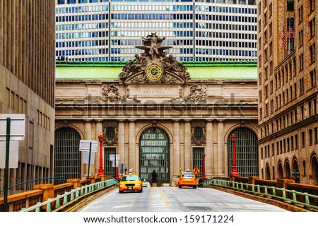 Grand Central Terminal viaduc and old entrance in New York