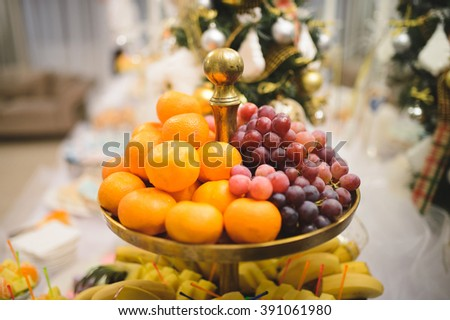 grape and mandarins on fruit tray
