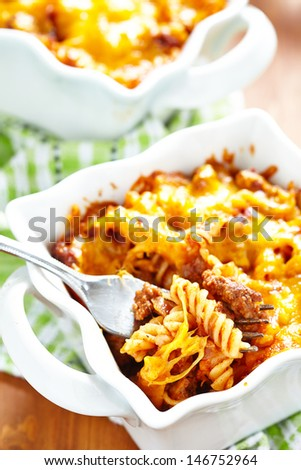 Gratin with macaroni, meat, cheese and tomato sauce
