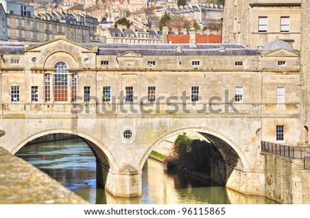 Great example of Georgian architecture, the landmark Pulteney Bridge spans the River Avon.  Completed in 1773 it is only one of four bridges in the world with shops across the full span either side. - stock photo