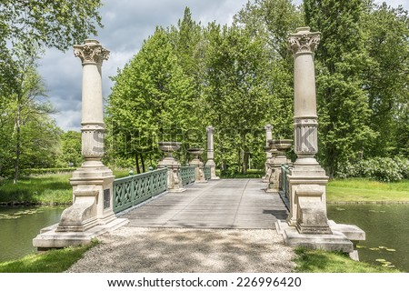 English garden bridge stock images royalty free images for Jardin anglais chantilly