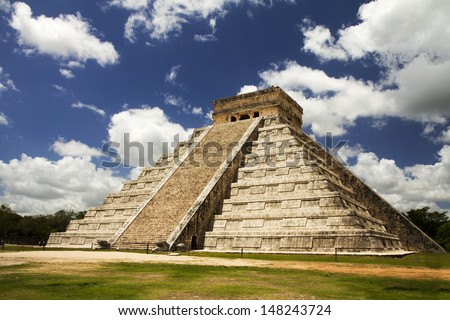 great pyramid in Chichen Itza Mexico