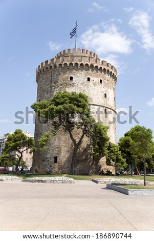Greece. View of the White Tower of Thessaloniki.  The White Tower of Thessaloniki, is a monument and museum on the waterfront of the city of Thessaloniki - stock photo