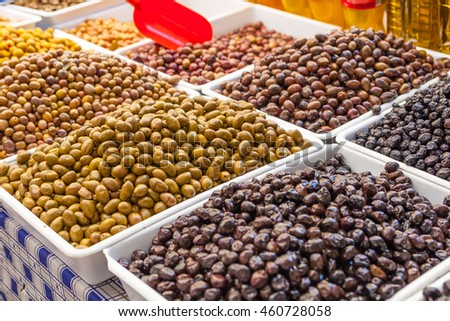 Green and black olives in Turkish farmers market