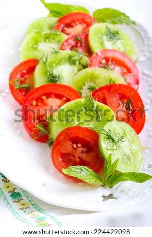 Green and red tomato salad