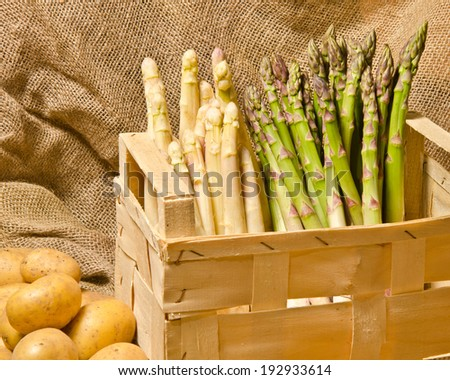 Green and white asparagus in a box