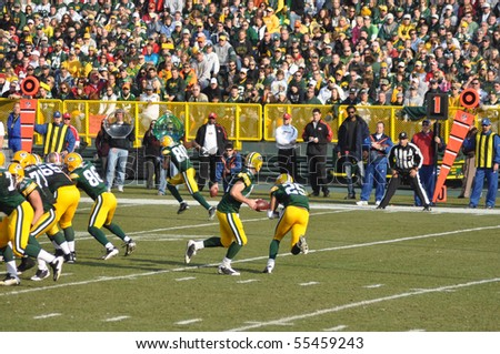 GREEN BAY, WI - NOVEMBER 22 : Green Bay Packers quarterback Aaron Rodgers fakes a hand-off to Ryan Grant in game at Lambeau Field against the San Francisco 49ers on November 22, 2009 in Green Bay, WI