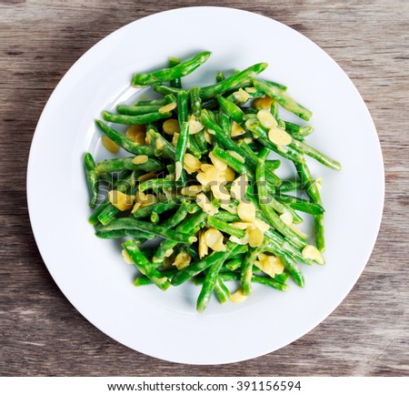 Green beans roasted in garlic and flaked almond