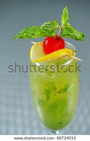 Green cocktail with lemon and mint