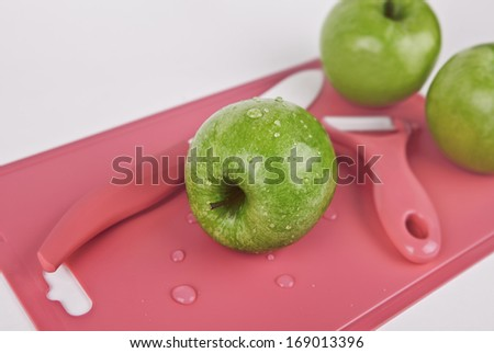 Green fresh and wet apples on a cutting Board