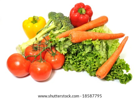 Green leafy lettuce, tomatoes, carrots, and bell peppers isolated on white background.l