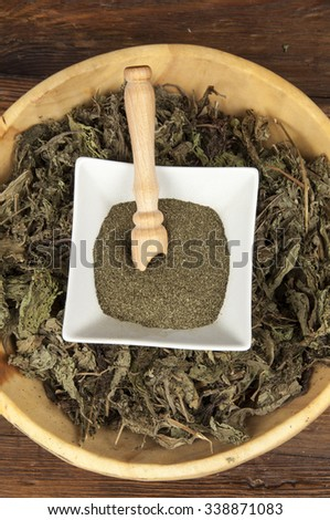 green leaves, dried leaves and powder of stevia