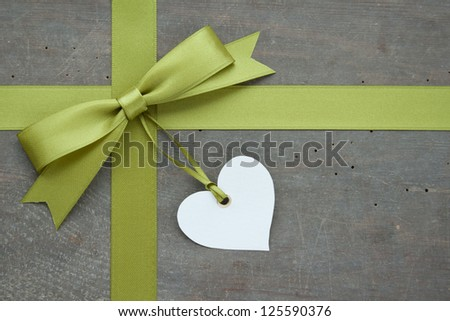 green loop with heart on wooden ground/loop/heart