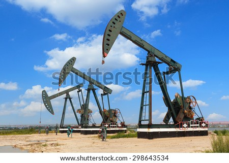 Green Oil pump oil rig energy industrial machine for petroleum crude