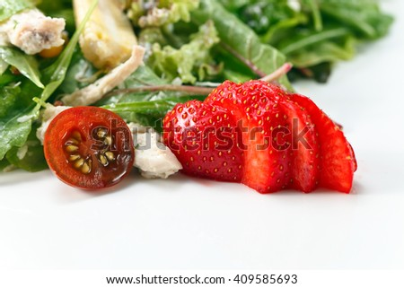 green salad with  chicken and strawberry