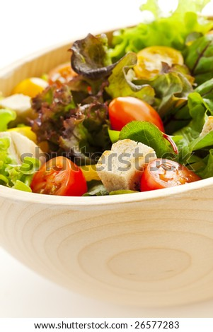 Green salad with lettuce, tomatoes and bread