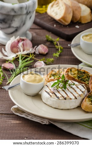Grilled camembert with Dijon mustard and herbs baguettes