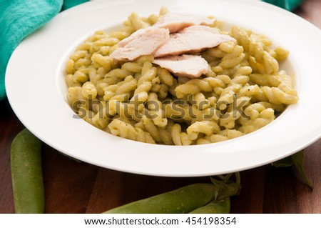 grilled chicken and spiral pasta with fresh organic peas