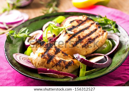 Grilled chicken breasts with onion