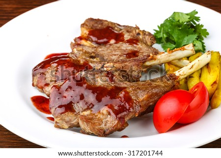 Grilled lamb chops with sauce and coriander leaves