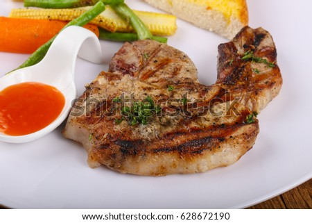 Grilled pork meat with vegetables and sauce