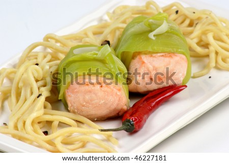 grilled salmon in organic leek and spaghetti