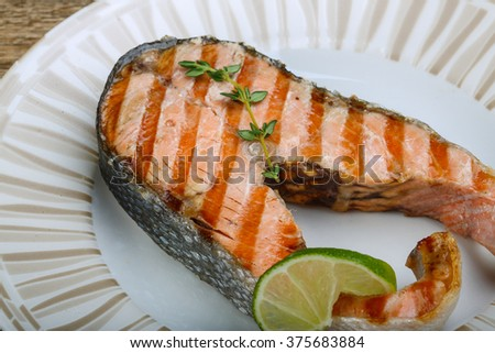 Grilled salmon steak with thyme and lime