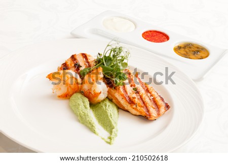 grilled salmon with sauce