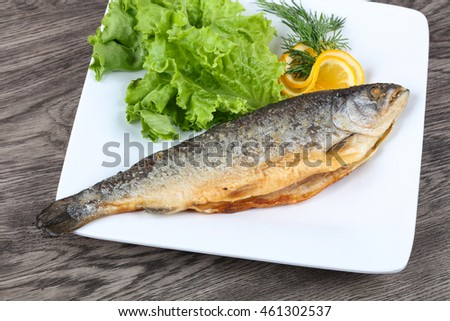 Grilled trout with lemon, dill and salad leaves