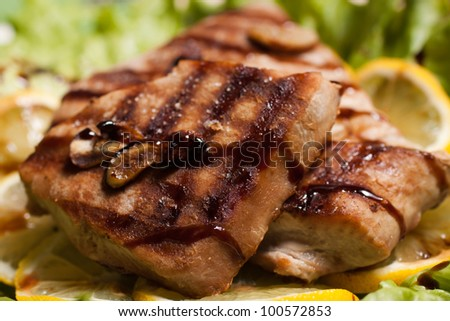 Grilled tuna steak with salad