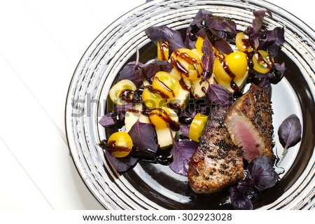 Grilled tuna with spicy mozzarella, purple basil and yellow mini tomatoes salad