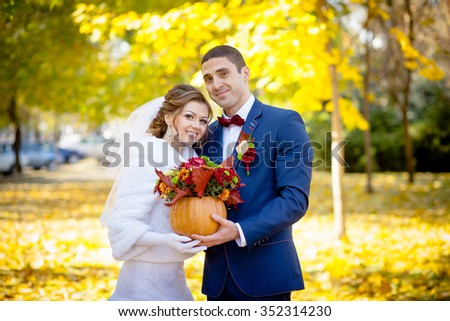 groom and bride autumn wedding ceremony