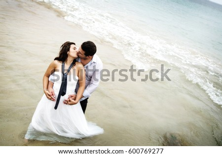 Groom´s couple playing in seawater