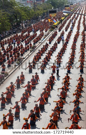 Guinness World Records - Largest Thai dance  5,121  People in Udon Thani Thailand January 18, 2014